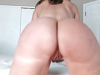 jerk off to mommy's ass webcam amateur fingering